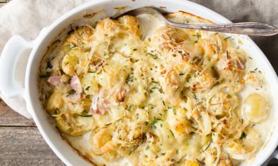 Молодой картофель, запеченный в духовке со сливками и сыром