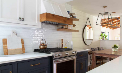 Как добавить тепла в двухцветную кухню