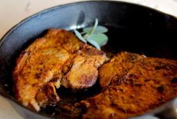 Рецепт мягкого сочного мяса, жареного в яйце