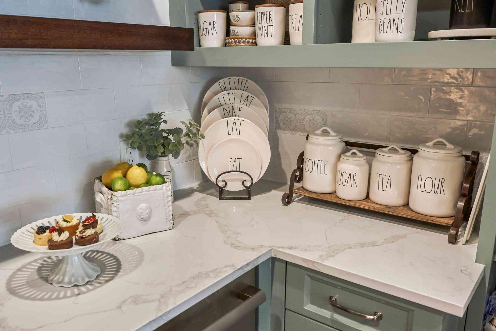 Используйте краски и декоративные аксессуары в интерьере кухни