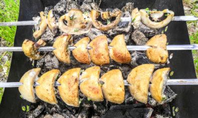 Вкусные шампиньоны на гриле