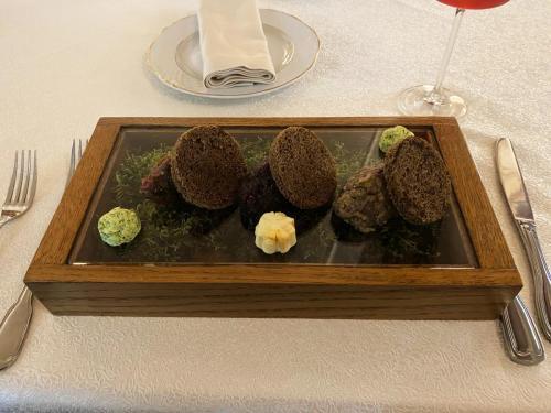 Тартар из трех видов дичи - изюбр, косуля, лось. Ресторан Охотников, Иркутск